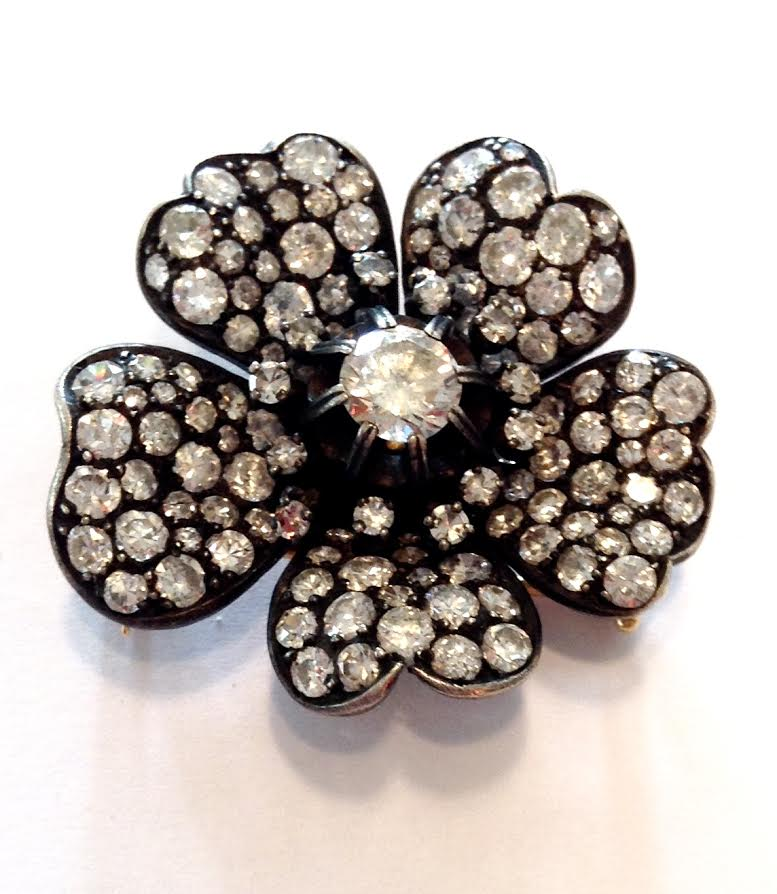 Web-broche flor diamantes